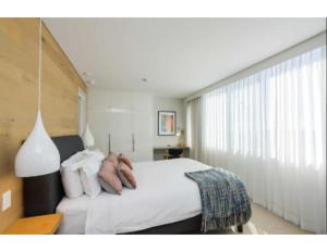 A bed or beds in a room at Ultrachic executive beach apartment