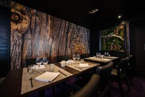Ein Restaurant oder anderes Speiselokal in der Unterkunft Hotel Avenue Lodge