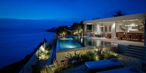 The swimming pool at or close to Belvedere Mykonos - Waterfront Villa & Suites