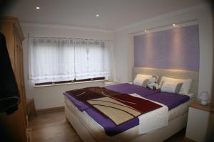Ein Bett oder Betten in einem Zimmer der Unterkunft Ferienwohnung am Wehlenbach