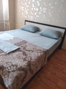 Кровать или кровати в номере Apartment on Magistralnaya 33/1