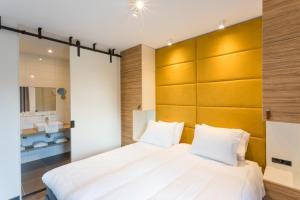 Een bed of bedden in een kamer bij Hotel Kaap West I Kloeg Collection