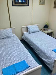 Кровать или кровати в номере Хостел День и Ночь