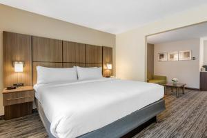 Кровать или кровати в номере Holiday Inn Melbourne - Viera Conference Center, an IHG Hotel