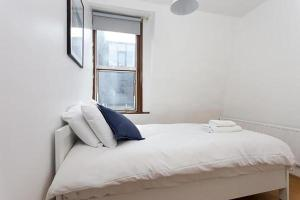 A bed or beds in a room at City Budget Guesthouse