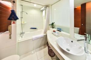 A bathroom at Ocean Hotel