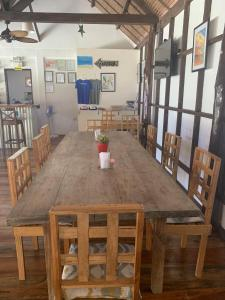 A restaurant or other place to eat at DaRosa Del Mar