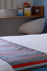 A bed or beds in a room at Travelodge Madrid Alcalá