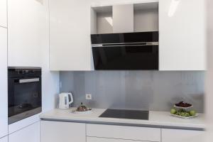 A kitchen or kitchenette at Apartments Nav
