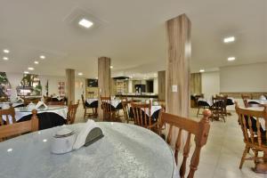 Um restaurante ou outro lugar para comer em Hotel Pequeno Bosque