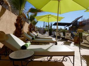 Ein Restaurant oder anderes Speiselokal in der Unterkunft Riad Signature
