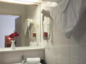 A bathroom at Parkhotel Olsberg