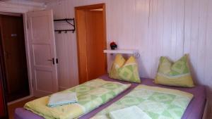 Ein Bett oder Betten in einem Zimmer der Unterkunft Berggasthaus Arviblick