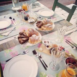 Breakfast options available to guests at B&B Marzamemi