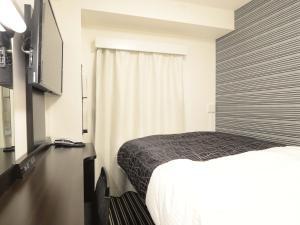 A bed or beds in a room at APA Hotel Mito-eki Kita