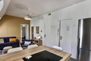 A seating area at Les appartements d'Edmond Saint Suffren
