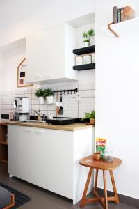 A kitchen or kitchenette at Scandinavian Asia Afrika