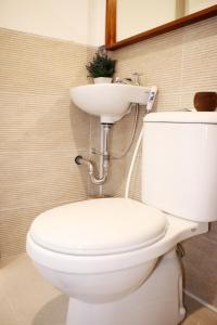 A bathroom at Scandinavian Asia Afrika