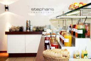 A restaurant or other place to eat at Courtyard by Marriott Dresden