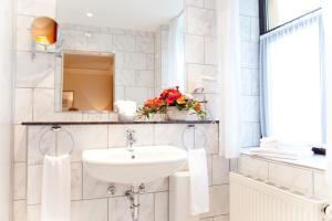 Ein Badezimmer in der Unterkunft Hotel Weißes Roß