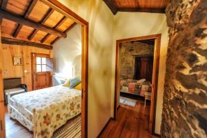 A bed or beds in a room at Quinta da Rabaçosa - Turismo Rural