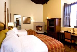 A bed or beds in a room at Porta Hotel Antigua
