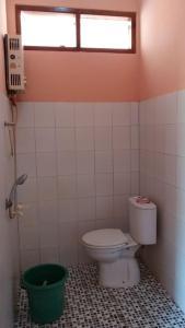 A bathroom at villa Cempaka