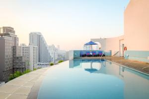 Der Swimmingpool an oder in der Nähe von Shama Sukhumvit Bangkok