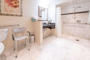 A bathroom at Wyvern Hotel, Ascend Hotel Collection