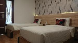 A bed or beds in a room at Hotel Kalang Ulu