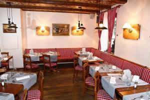 A restaurant or other place to eat at Brit Hotel Confort La Ferme du Pape