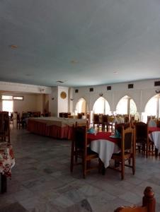 مطعم أو مكان آخر لتناول الطعام في LES ZIBAN