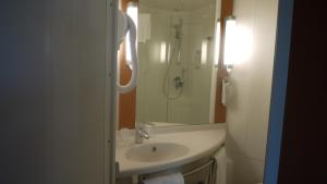 Ванная комната в ibis Maubeuge