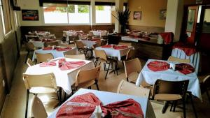A restaurant or other place to eat at Hotel Ville House Premium