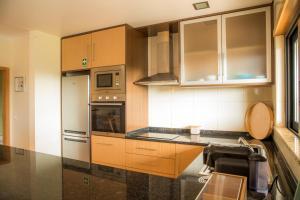A kitchen or kitchenette at Apartamento do Cercado