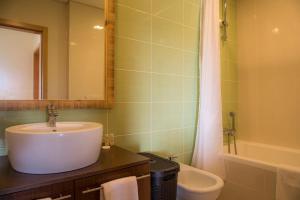 A bathroom at Apartamento do Cercado