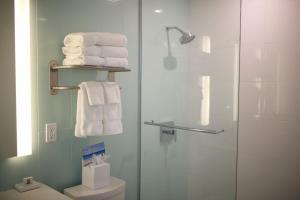A bathroom at Pelican Bay Hotel
