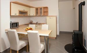 A kitchen or kitchenette at Two Bedroom Spacious Apartment, Mlini
