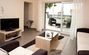 A seating area at Two Bedroom Spacious Apartment, Mlini