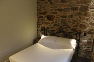 A bed or beds in a room at Casa Rural Liñeiros