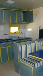 Een keuken of kitchenette bij International Camping