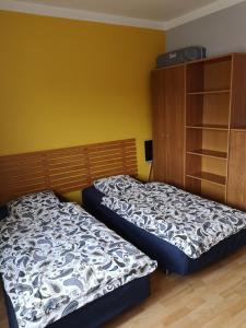 Łóżko lub łóżka w pokoju w obiekcie Globetrotters' Apartment