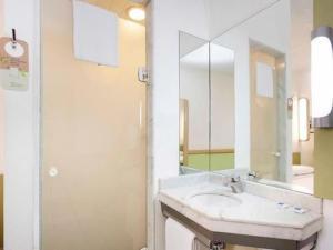 Um banheiro em ibis budget Sao Paulo Paulista