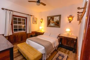 A bed or beds in a room at Vila Relicário