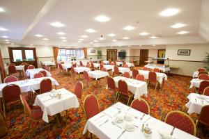 A restaurant or other place to eat at Ayre Hotel & Ayre Apartments