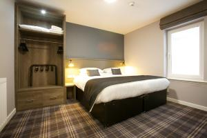 A bed or beds in a room at Ayre Hotel & Ayre Apartments