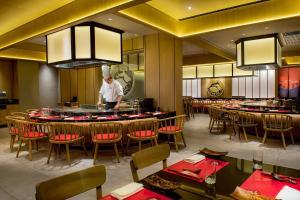A restaurant or other place to eat at Shangri-La Rasa Ria, Kota Kinabalu