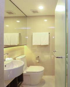 A bathroom at Grand Swiss Sukhumvit 11
