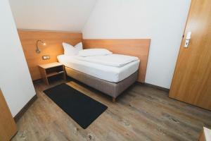 Ein Bett oder Betten in einem Zimmer der Unterkunft Pension & Restaurant Nordstern