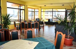 Ресторант или друго място за хранене в Hotel Grand